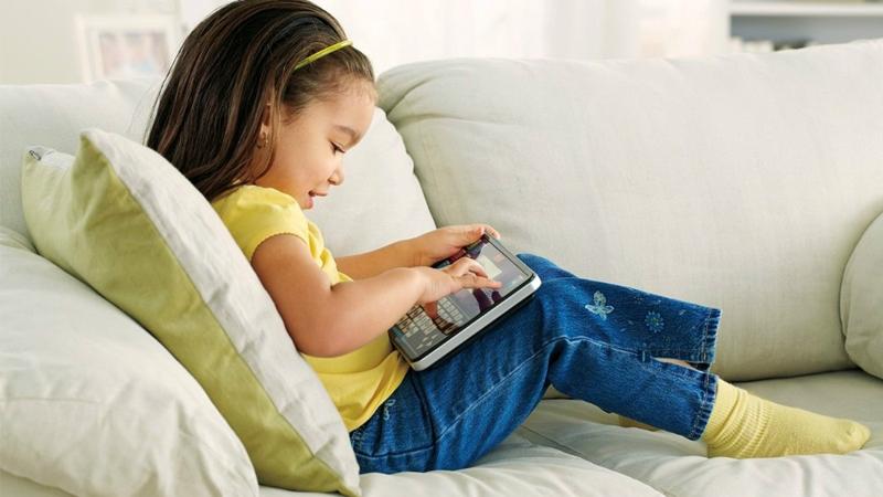 Cómo evitar la fatiga visual de los niños por el uso de pantallas